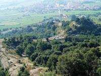 Camí de baixada amb el Coll de Gallina i el Turó de Coll de Gallina
