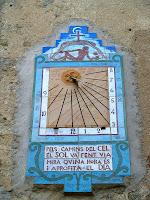 Rellotge de sol a la Rectoria de Sant Pere de Bertí