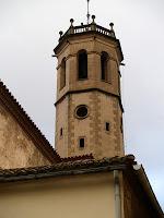 L'església de Sant Feliu des de la plaça de la rectoria