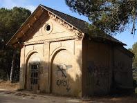 Caseta de l'Àngel de la dreta en el camí de Sant Pere del Bosc
