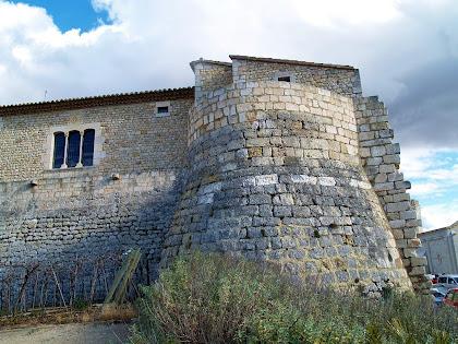 Torre exterior a la part sud-oest del Castell de Sant Martí Sarroca