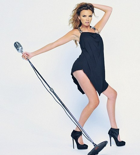 Nadine Coyle premieres Insatiable video