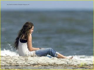 http://1.bp.blogspot.com/__cBZV2PM_zs/S2CTtbqpkTI/AAAAAAAAAWs/G8CTCbcZ_o4/s320/Miley+Cyrus.jpg