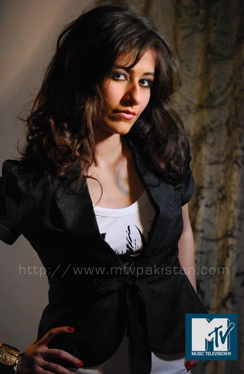 Beauty and Fashion: Syra Khan Pakistani VJ and Model