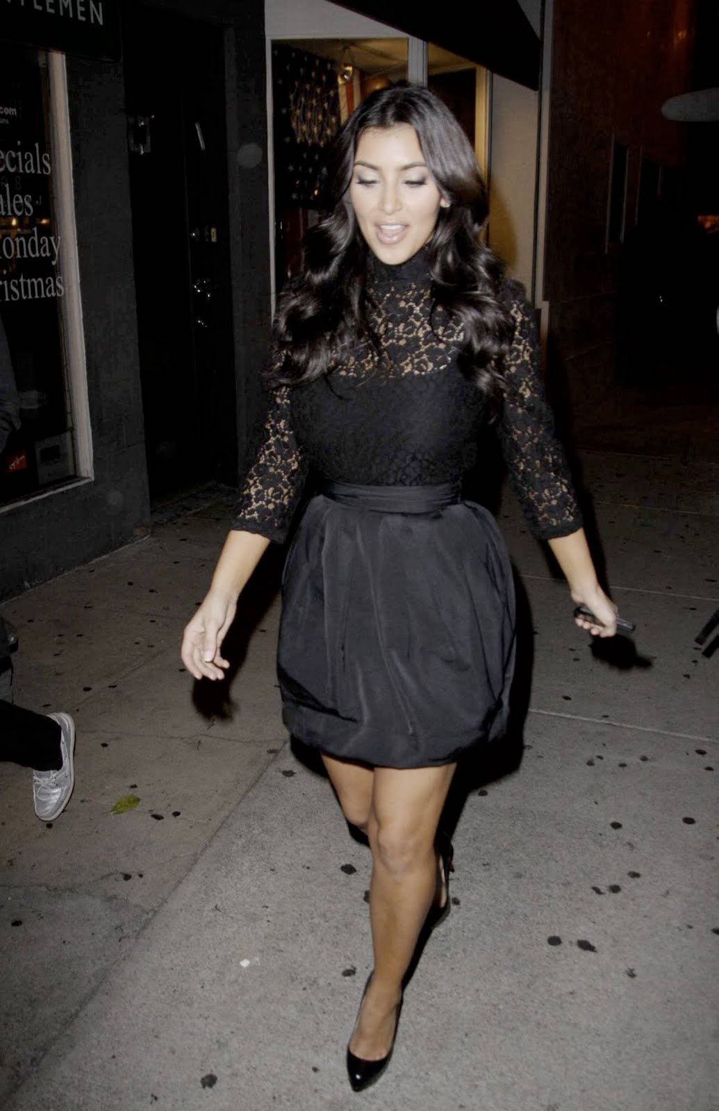 http://1.bp.blogspot.com/__dSMljhXGag/TBPQFk2BR1I/AAAAAAAAC4M/eThP9AyxgdE/s1600/05411_Kim_Kardashian_at_Villa_nightclub_in_Los_Angeles-9_122_936lo.jpg