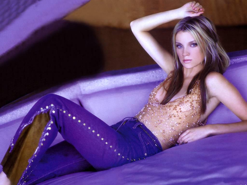 http://1.bp.blogspot.com/__dTxXoMA7ks/S6wdPTuZWqI/AAAAAAAAK88/6S3bmnA4S4Q/s1600/Amy-Smart-2.JPG