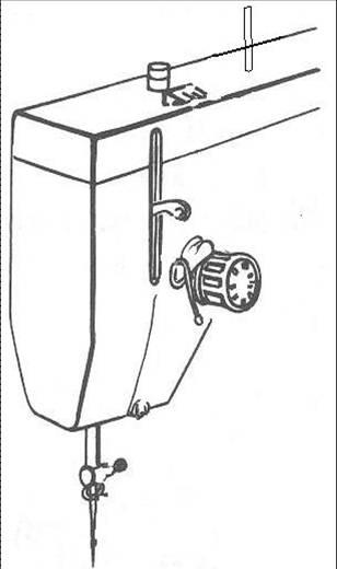 В регулятор натяжения верхней нити