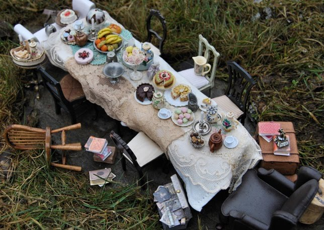Norwegian Miniature Artist Christel Jensen Created This Very Cool Alice In Wonderland Tea Party Click The Link For Many More Pictures
