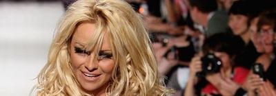 Pamela Anderson le cambia el nombre a Pablo Neruda
