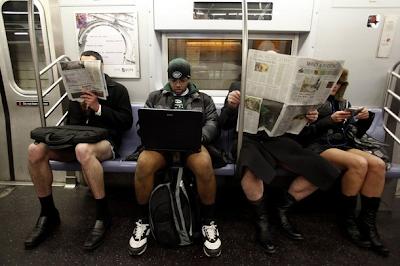 Viajando en el Metro sin pantalones y sin falda