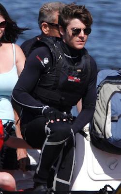 Zac Efron tomando clases de buceo