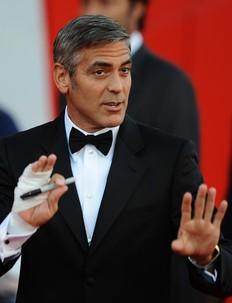 George Clooney bromea sobre su supuesta homosexualidad
