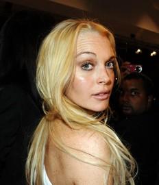 Casa disquera despide a Lindsay Lohan