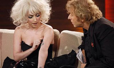 Lady Gaga dejó su rostro al descubierto