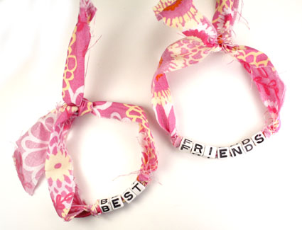 "pictures of friendship bands.  fun patterns to add personality and create these friendship ""bands""."