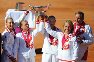 Elena Vesnina, Vera Zvonareva, Ekaterina Makarova Svetlana Kuznetsova and Shamil Tarpischev pose with the Fed Cup after thrashing Spain