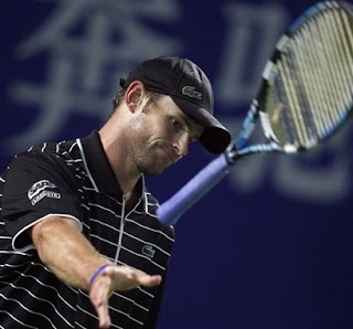 Andy Roddick tosses his racquet into another final