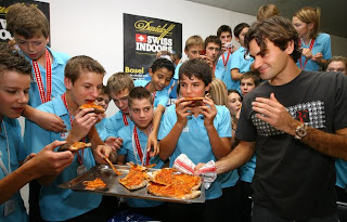 Federer delivers pizza to the ballboys
