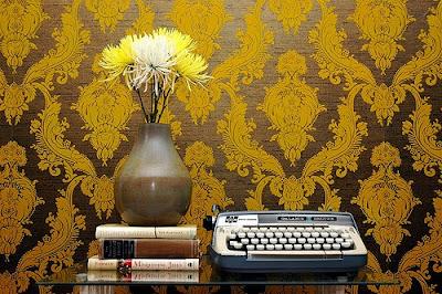 http://1.bp.blogspot.com/__hrgCs0yuKc/STBYm4xfIwI/AAAAAAAAAl4/yvVLCpM7j3Q/s400/typewriter-3.jpg