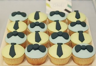 Imprintables tie cupcakes