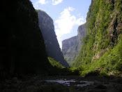 Cânion Itaimbézinho visto pela trilha do rio do boi