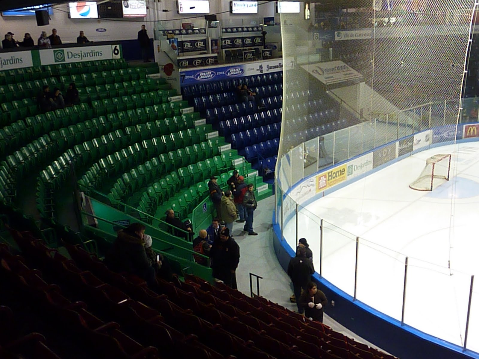 Sports road trips december 2010 for Balcony 417 rogers arena