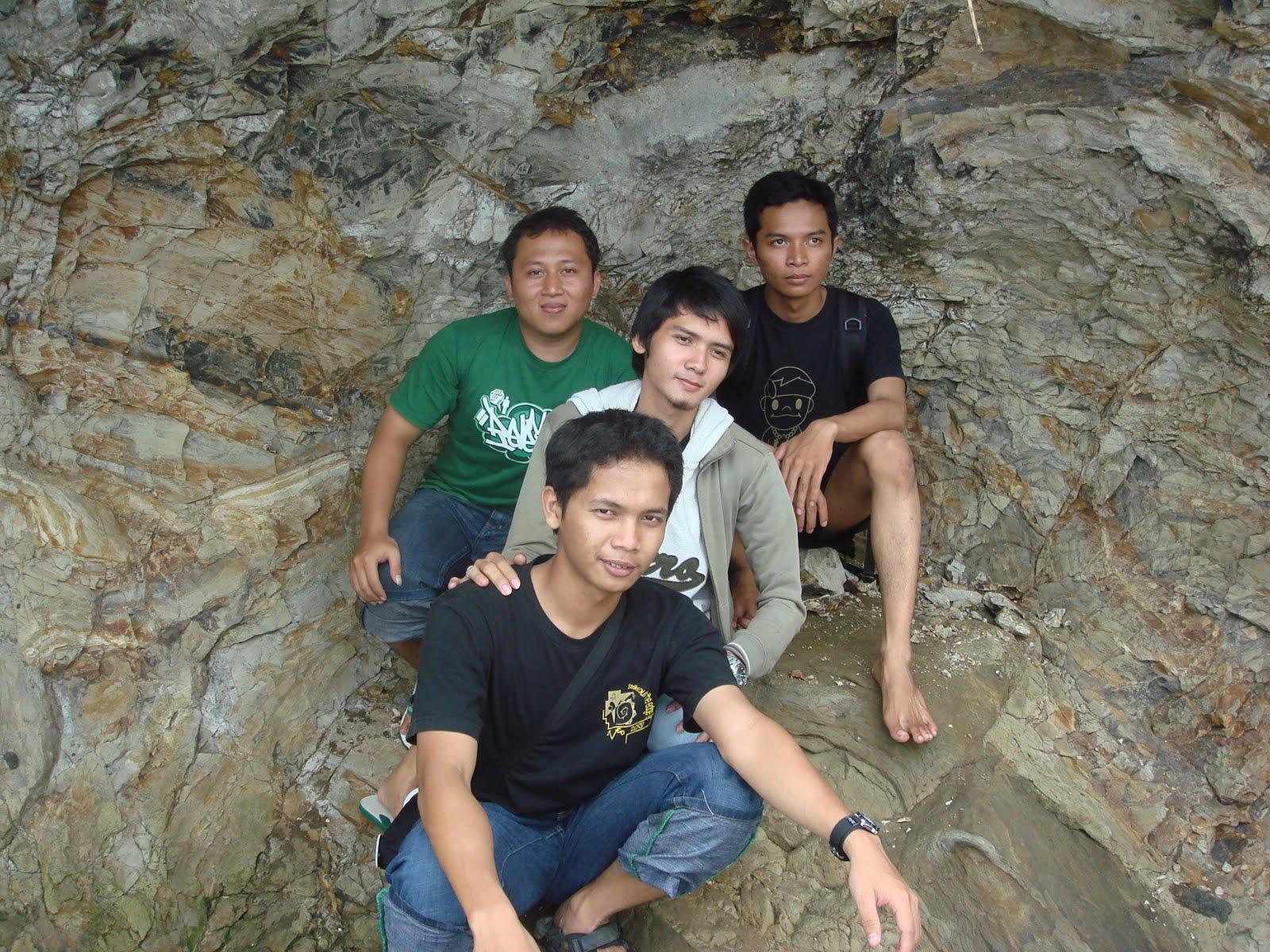 di tepian pantai karang nini, 2008