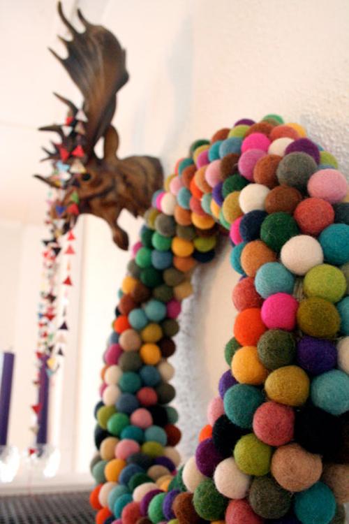 http://1.bp.blogspot.com/__oxTaw-QkmU/TPjR63f3uZI/AAAAAAAABns/YaviQSwLTHs/s1600/xmaswreathpickles.jpg