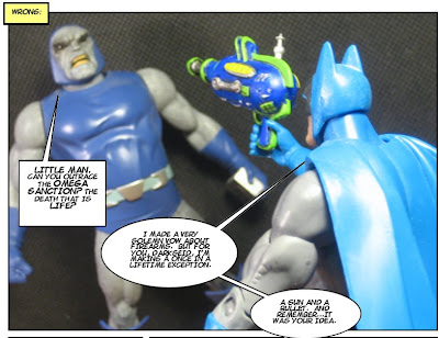 Seriously, if Batman's gonna go the spacegun route, at least slap the Batlogo on there somewhere...