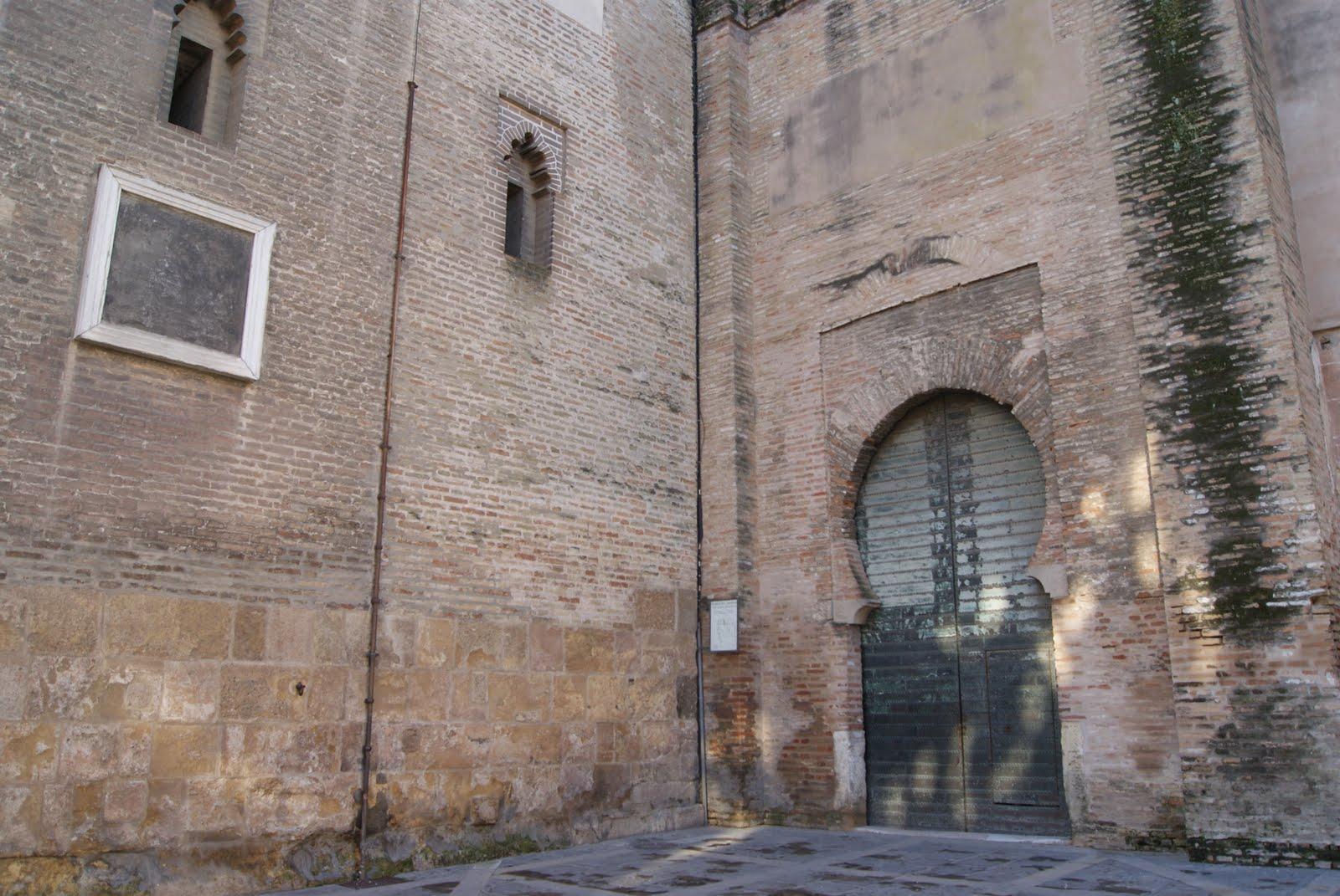 Leyendas de sevilla catedral de santa mar a de la sede de for Exterior catedral de sevilla