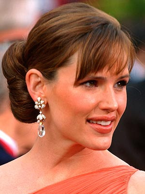 jennifer garner side bangs. Jennifer Garner Low Bun