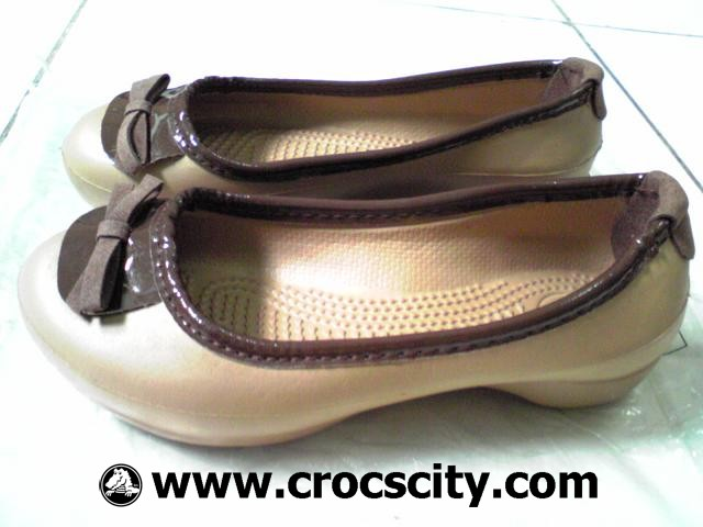 8199edd9cf035d Photo Gallery  CROCS Lily for Kids