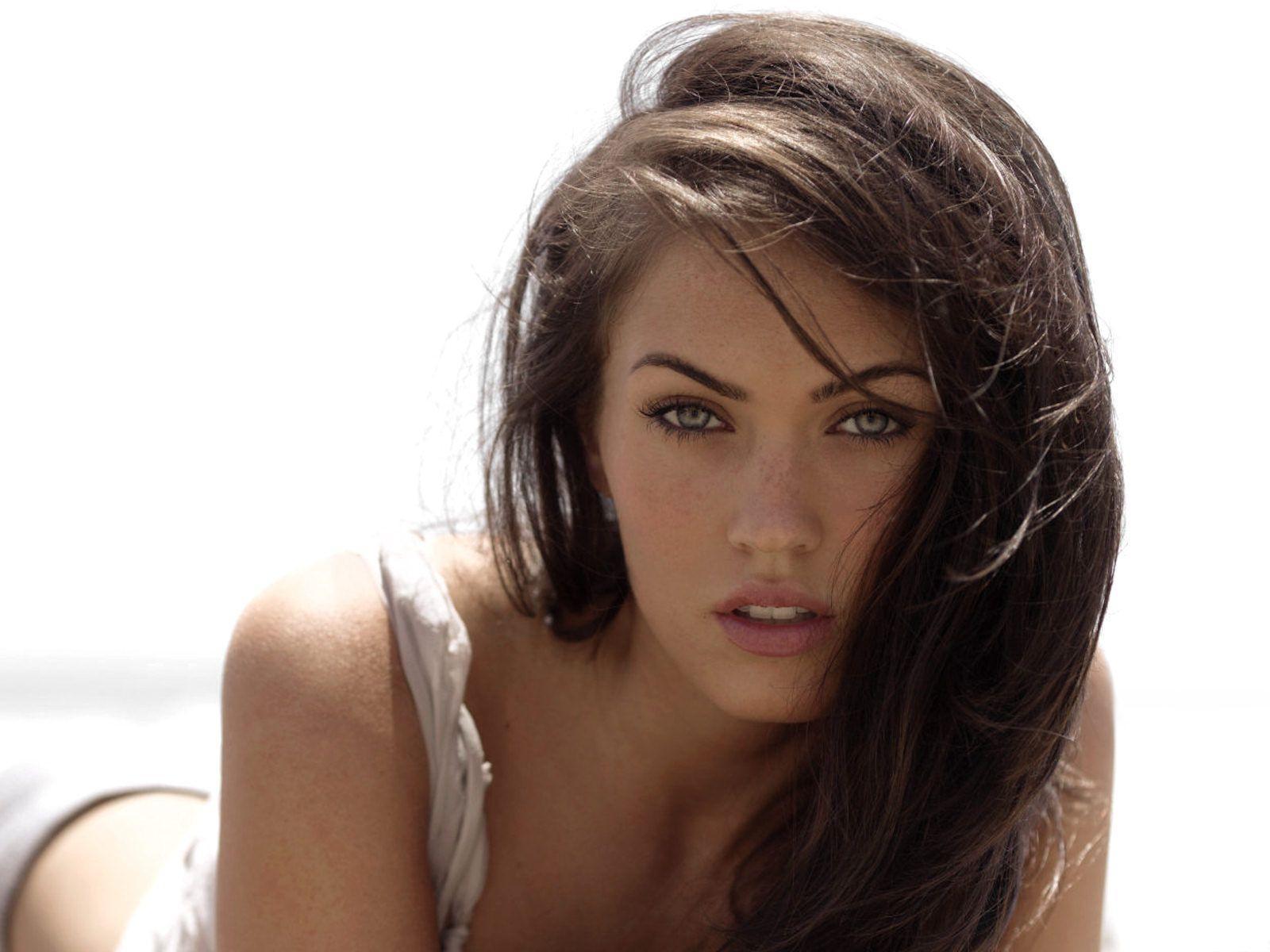 http://1.bp.blogspot.com/__ulIi81fTZM/ShaAz8Sd0EI/AAAAAAAAACU/xGlcmwZKwko/s1600/Megan_Fox__25.jpg