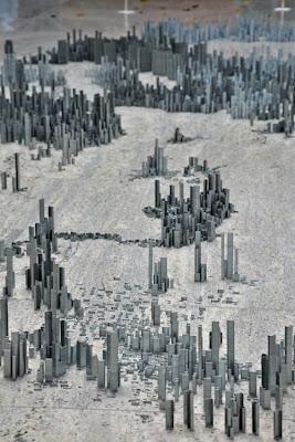 Отдельные кварталы необычного города из скобок. Креативное творчество Питера Рута.