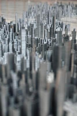 Настоящий мегаполис фото креатив. Панорама мегаполиса из скобок. Необычные небоскребы.