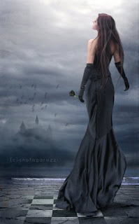 Леди в черном платье.