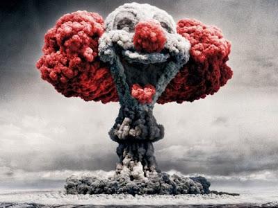 Ядерный взрыв фото креатив. Клоун из ядерного взрыва картинка. Что то в этом есть креативное.