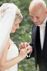 El que halla esposa halla el bien, Y alcanza la benevolencia de Jehová.