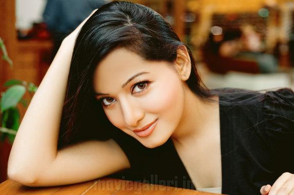 http://1.bp.blogspot.com/_a0MmXhIS91M/TGyz2pNkWRI/AAAAAAAAIfI/qXCgmMD3FOI/s1600/Actress_Preetika_Rao_Stills_photos_01.JPG