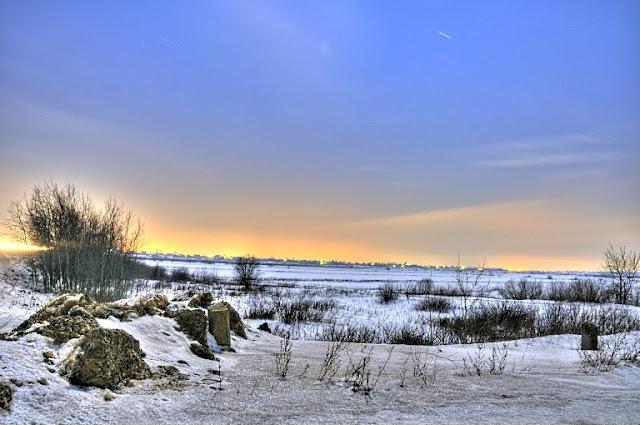 талый снег поле ночь
