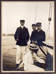 Carl Gregers Restorff Schack, søster Johanne m. fl. ude at sejle ca. 1920.