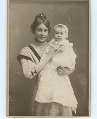 Fanny Louise Ipsen med datteren Grethe 1907