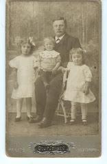 Johannes Kragh med børn ca.1907