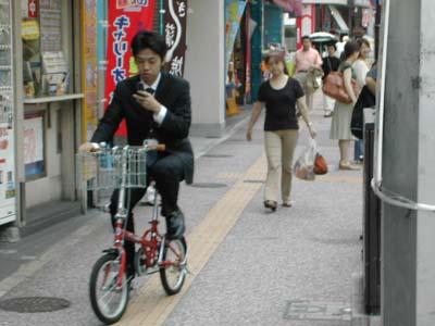 http://1.bp.blogspot.com/_a2V0G4SlEVk/S_89wOIHt9I/AAAAAAAAAD8/2p178S5M8ww/s1600/japan_street1.jpg
