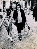 Maman et Pierrot - 1949 .