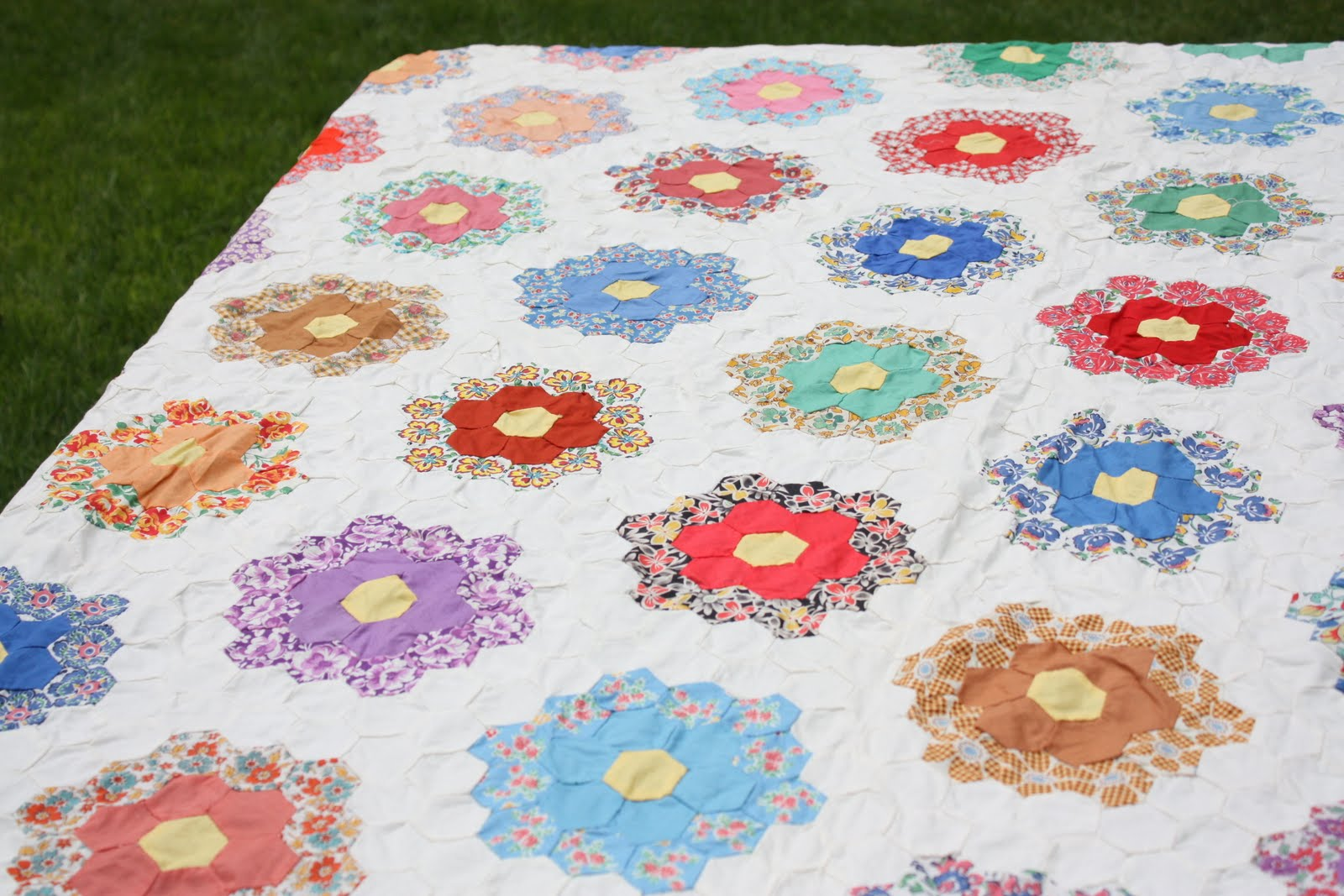 Antique Grandmother's Flower Garden Quilt : hexagon quilt ideas - Adamdwight.com