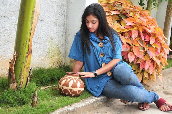 hari priya actress pics
