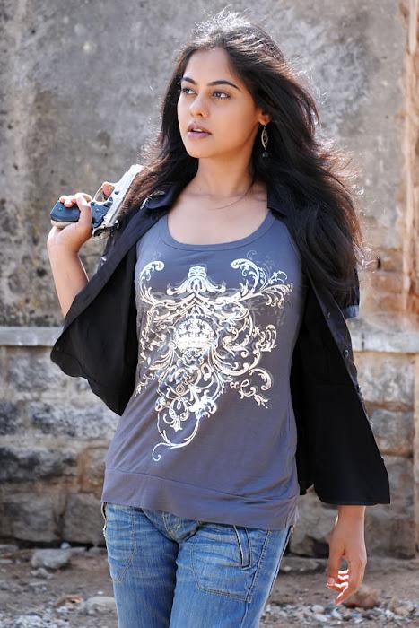 bindhu madhavi stylish in prati roju glamour  images