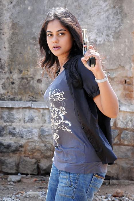 bindhu madhavi stylish in prati roju hot photoshoot
