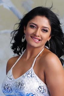 Vimala Raman Without Saree Exposing Photos